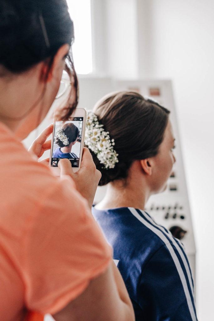 Getting Ready Braut und Bräutigam in Reichertsheim begleitet von Simone Lerner Fotografie